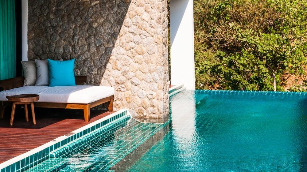 Pool Guide Beautiful infinity edge pool